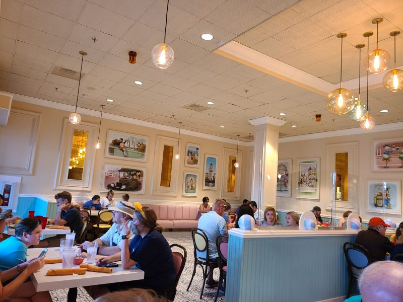 dining social distancing